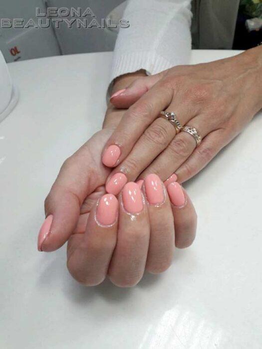 Маникюр розовый в пастельных тонах